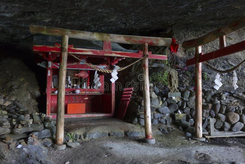 Namikiri Shrine, nazwa oznacza wycinanie fal, położonych na wybrzeżu Nichinan na południe od obrazy stock