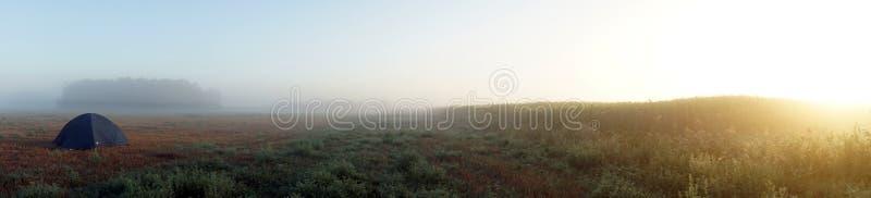 Namiot i wschód słońca zdjęcia royalty free
