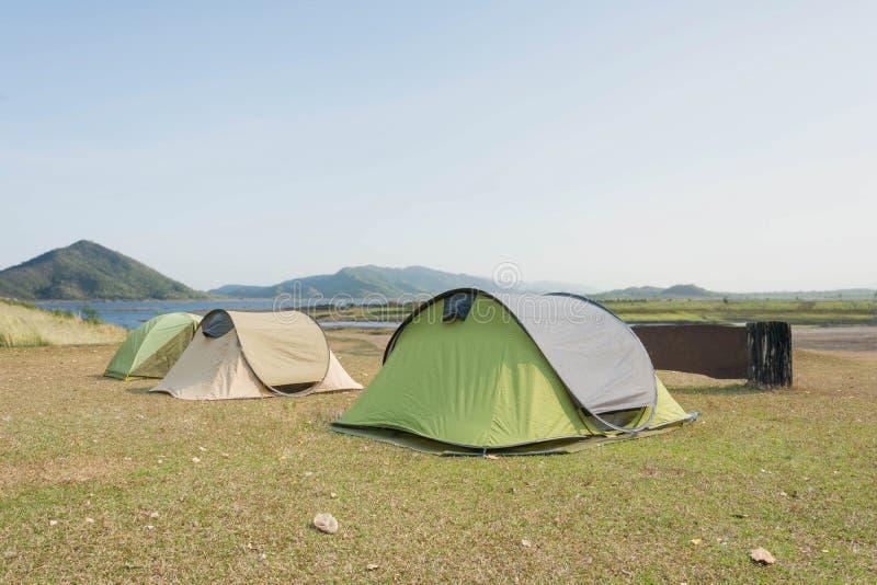 Namioty na campingowym terenie zdjęcie royalty free