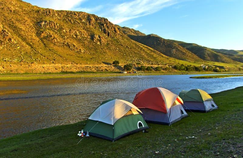 Namioty przy Orkhon rzeką zdjęcia stock