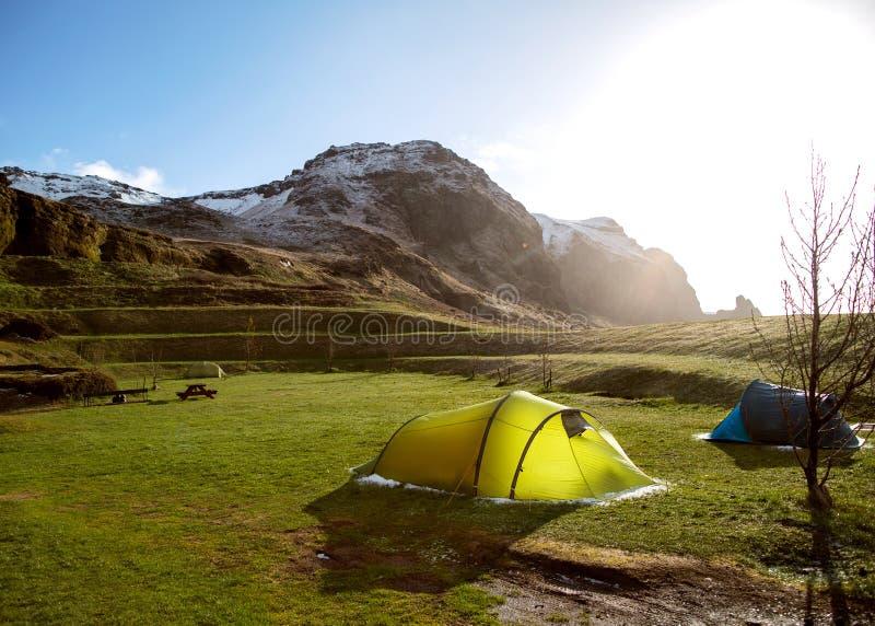 Namioty w górach Iceland obraz stock