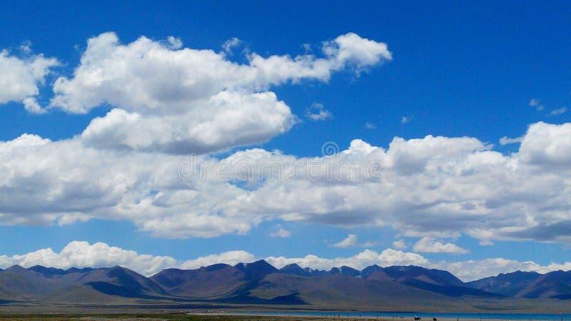 namuco` s hemel en omringende bergen royalty-vrije stock afbeeldingen
