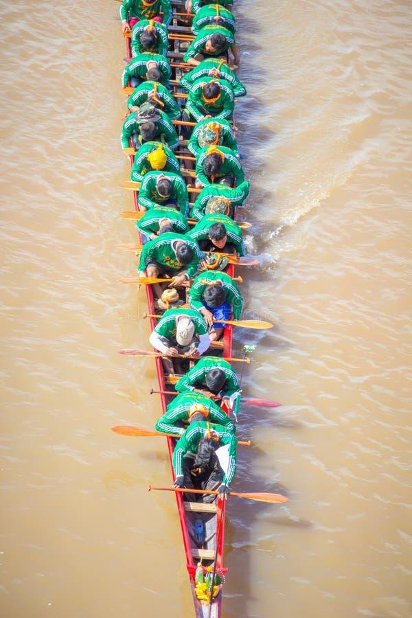 NAN, Tailandia - 8 de noviembre: Festival anual de las regatas largas en imagen de archivo