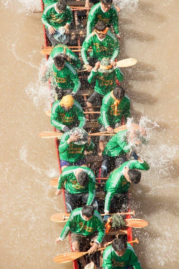 NAN, Tailandia - 8 de noviembre: Festival anual de las regatas largas en imagen de archivo libre de regalías