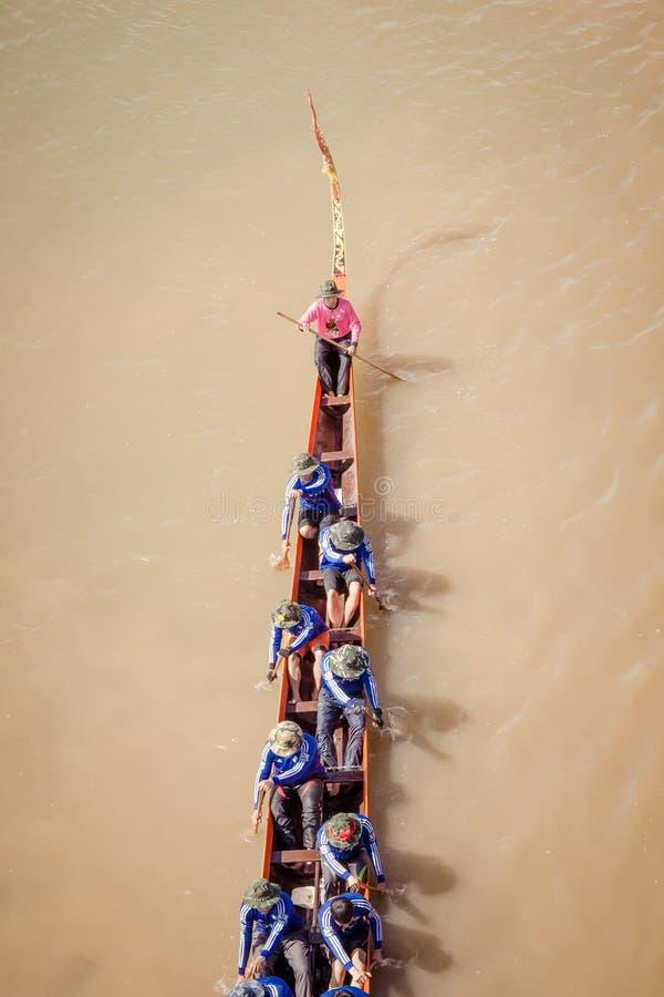 NAN, Tailandia - 8 de noviembre: Festival anual de las regatas largas en fotografía de archivo