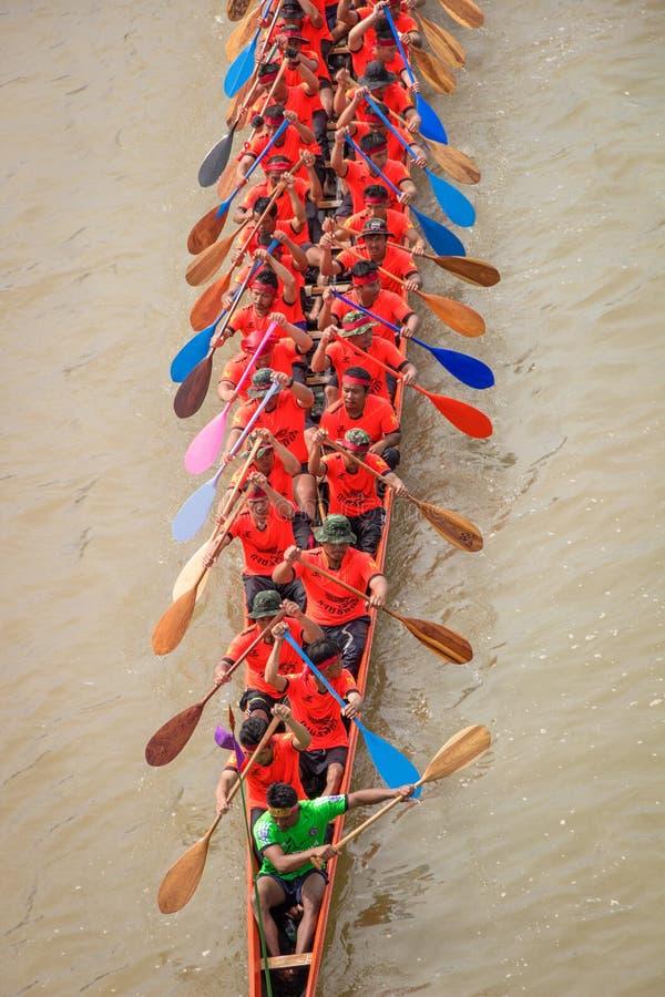 NAN, Tailandia - 8 de noviembre: Festival anual de las regatas largas en fotos de archivo