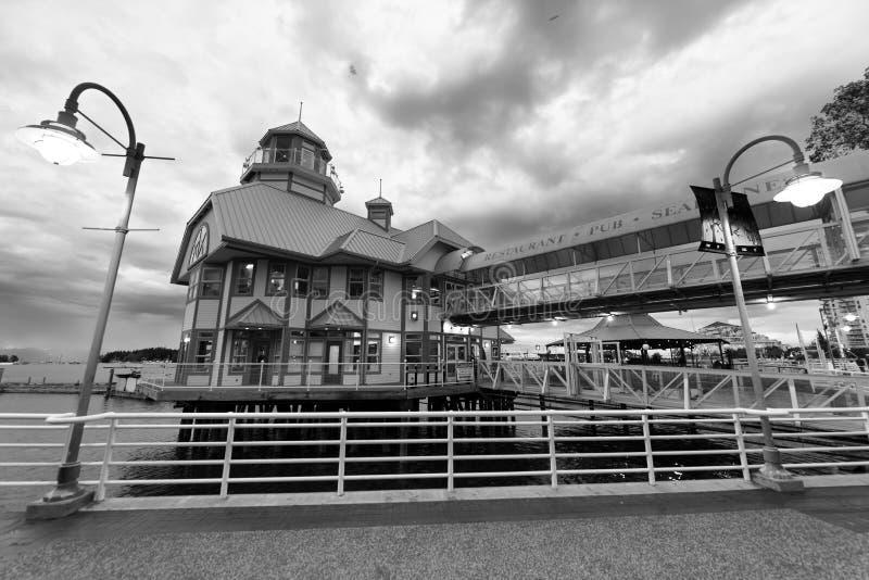 NANAIMO, CANADÁ - 13 DE AGOSTO DE 2017: Luces del alon de la 'promenade' de la ciudad imágenes de archivo libres de regalías