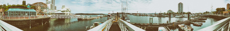 NANAIMO, KANADA - 14. AUGUST 2017: Stadt-Hafen mit Touristen n stockfotografie
