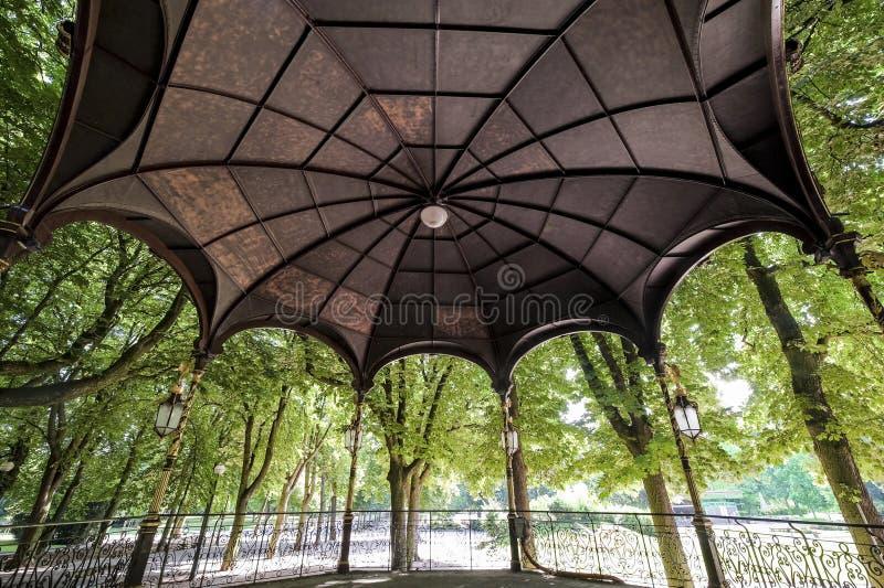 Nancy (Frankrijk) - Gazebo in het park stock foto