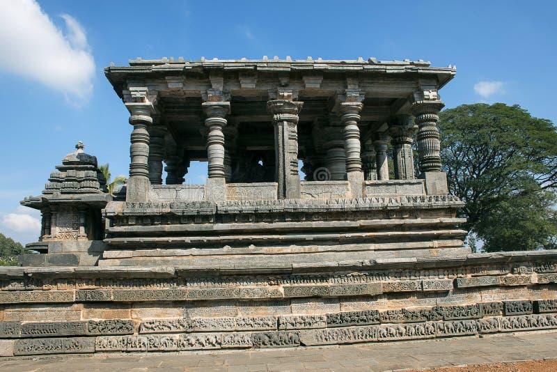 Nandi Shrine Tempio di Hoysalesvara, Halebid, il Karnataka fotografie stock libere da diritti