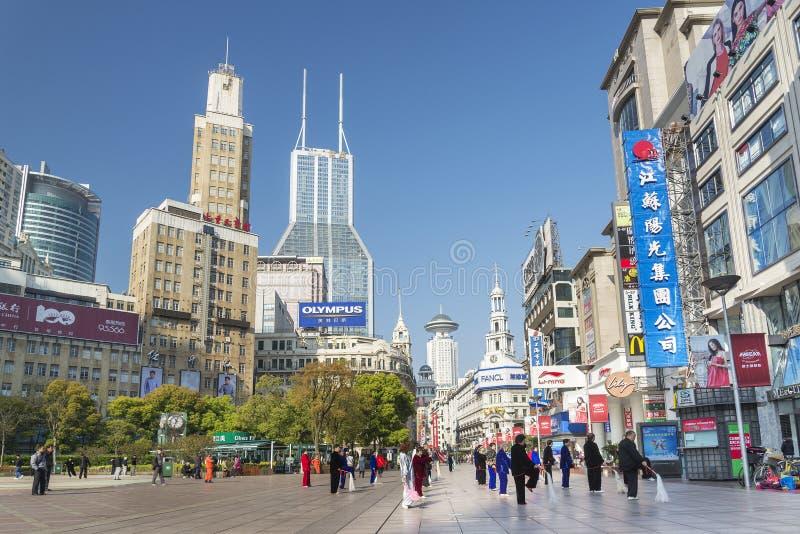 Nanjing väg i det shanghai porslinet arkivbild