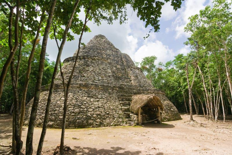 Nannte Mayaobservatorium-Tempel Coba Xaibe oder Kreuzungen oder Schmerz stockfotografie