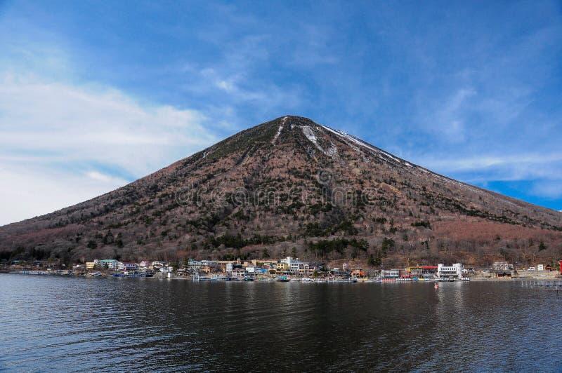 Nantai berg och Chuzenji sjö royaltyfria foton