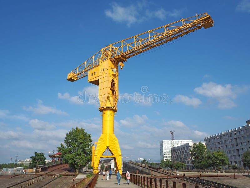 Nantes, Francia Il crain giallo di Jaune ai bacini turistici immagini stock libere da diritti