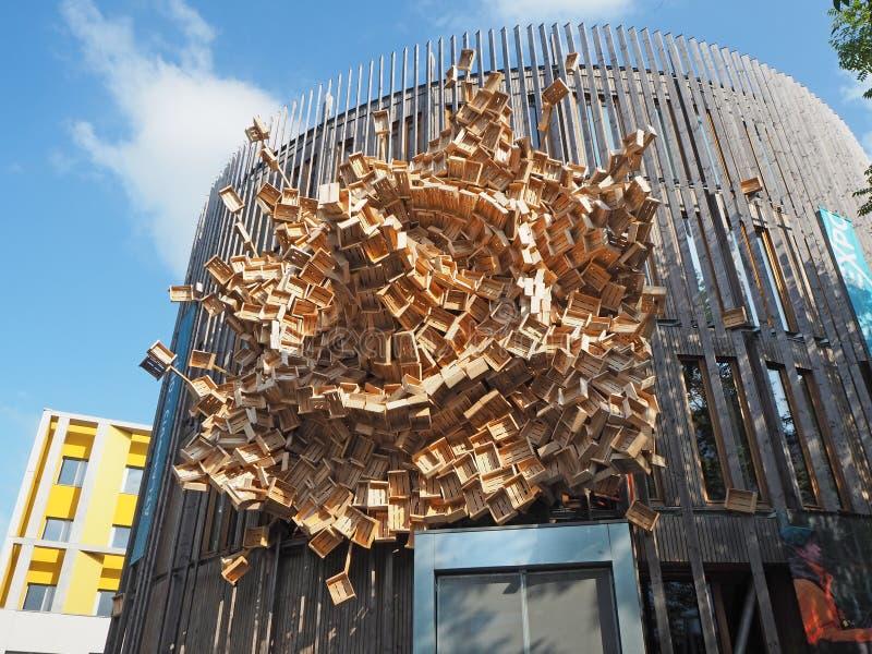 Nantes, Francia La costruzione con una facciata ha composto delle scatole di legno fotografie stock libere da diritti