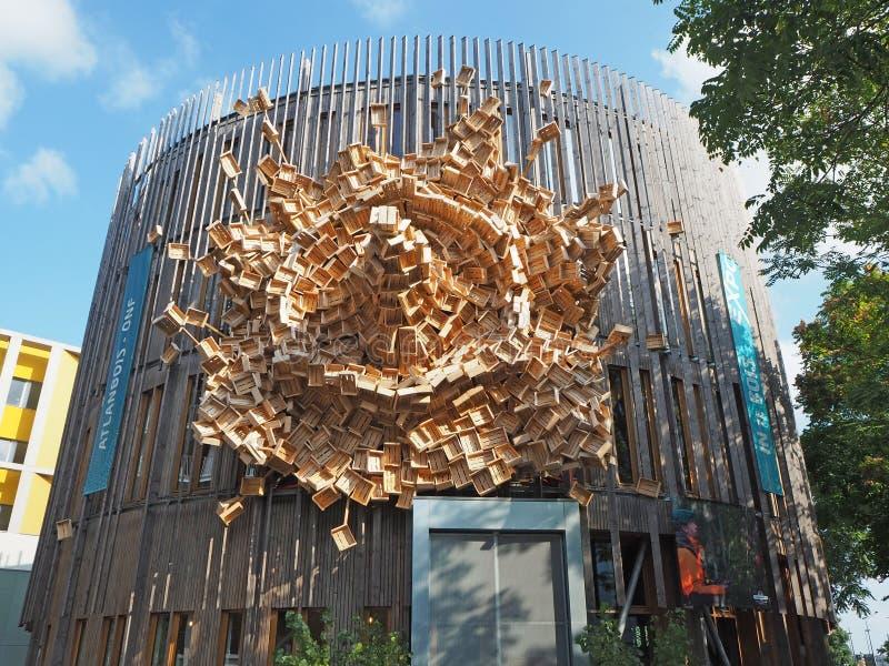 Nantes, Francia La costruzione con una facciata ha composto delle scatole di legno fotografia stock