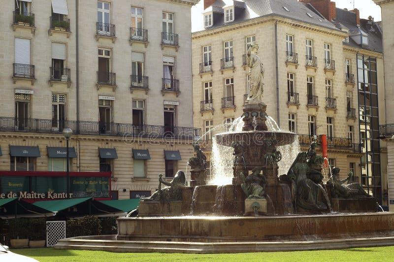 Nantes (Frankrike): fyrkant med springbrunnen royaltyfri foto