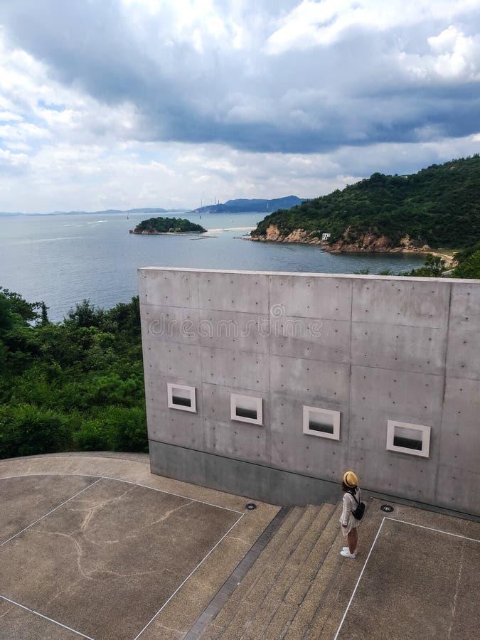 Naoshima, Japón 12 de agosto de 2017: El Benesse Art Museum imagenes de archivo