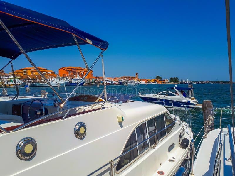 napędowy z łodzią od Venice daleko od zdjęcie stock