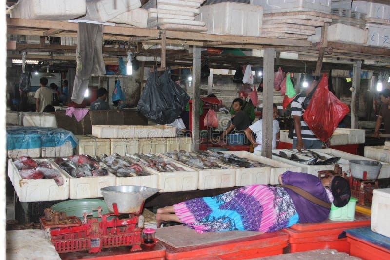 NAP στην αγορά ψαριών σε Jimbaran, Μπαλί στοκ εικόνα