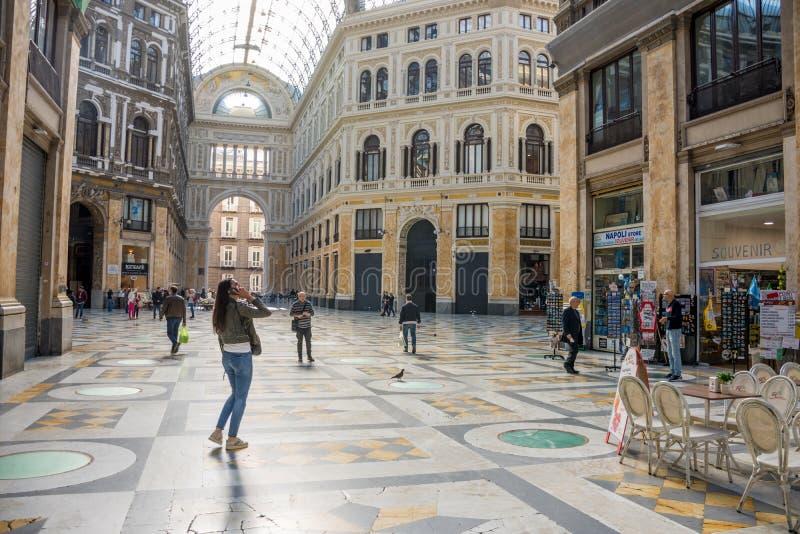 NAPELS, ITALIË - Mei 02, 2019: Binnenland van de galerij van Umberto I in de stad van Napels, Italië stock fotografie