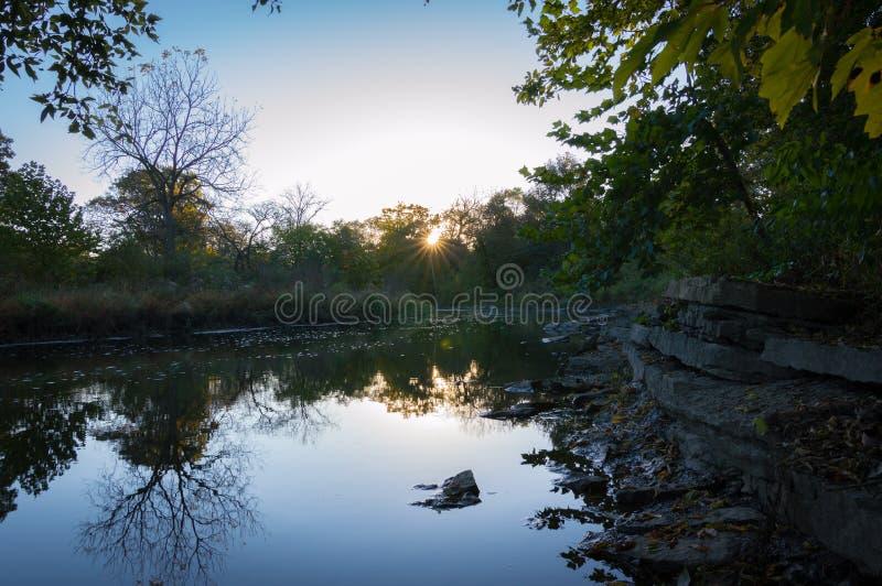 Naperville Illinois Rocky River Sunrise imagenes de archivo