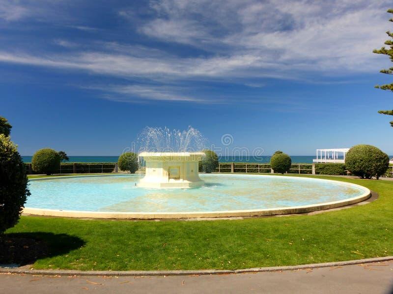 Napier, Nueva Zelanda, fuente cerca de la playa imagen de archivo