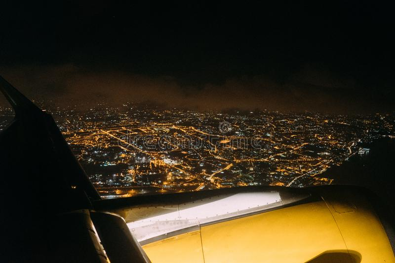 Naples de la fenêtre de l'avion la nuit photos stock