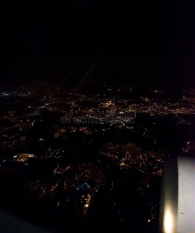 Naples de la fen?tre de l'avion la nuit photo stock