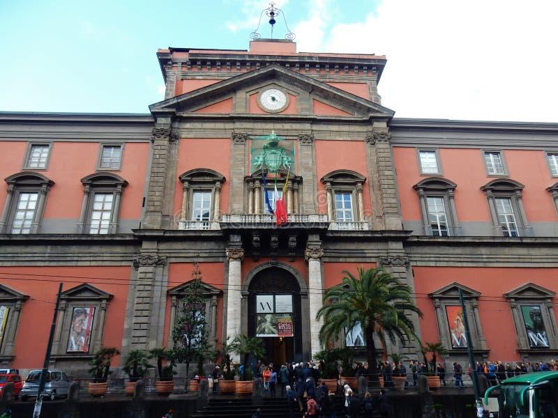 Naples - ingång till det arkeologiska museet royaltyfria foton
