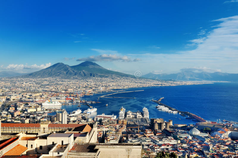Naples Italien, Europa - panoramautsikt av golfen och den Vesuvius vulkan arkivfoto