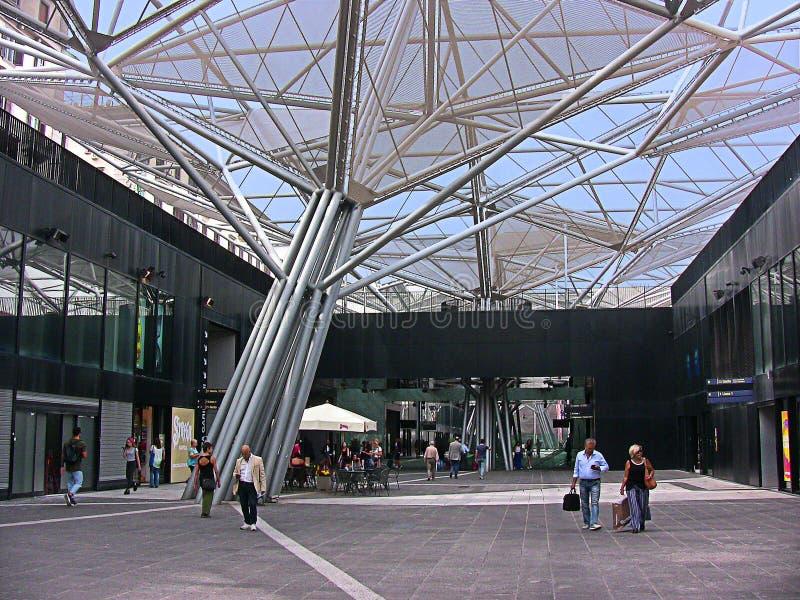 Naples, Italien, Garibaldi gångtunnelstation och dess metallträd royaltyfri fotografi