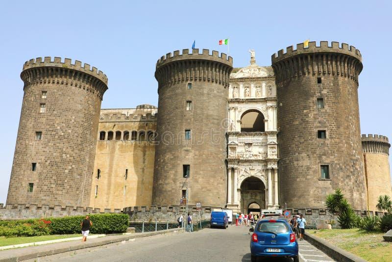 NAPLES ITALIEN - JULI 5, 2018: Castel Nuovo vet också som Maschio fotografering för bildbyråer