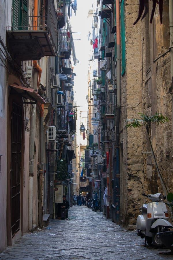 NAPLES ITALIEN - 04 November, 2018 Streetlife i Napoli royaltyfri bild