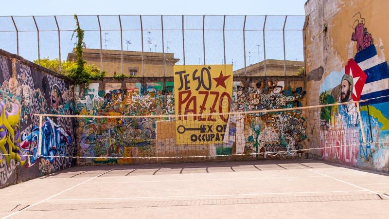 Naples juridiskt psykiatriskt sjukhus för murales royaltyfri bild