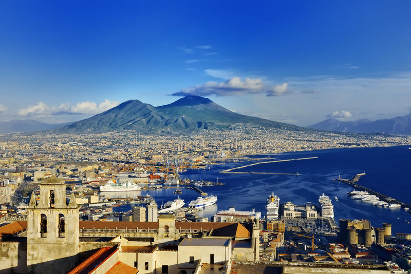 Naples och Vesuvius panoramautsikt, Napoli, Italien royaltyfria foton