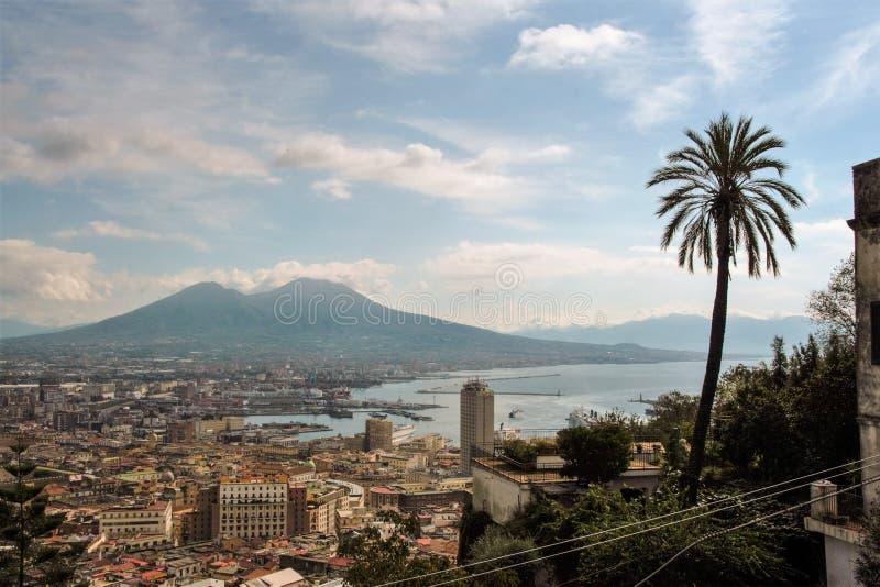 Download Naples pejzaż miejski obraz stock. Obraz złożonej z kamień - 106921005