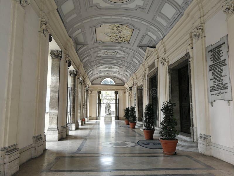 Naples - porche de la basilique d'Incoronata photo libre de droits