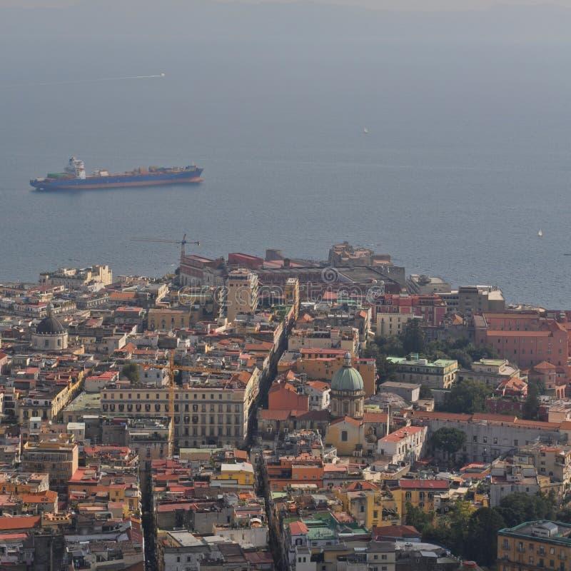 Naples stad och golf av den Naples Campaniaregionen Italien sikt från Castel Sant 'Elmo arkivfoto