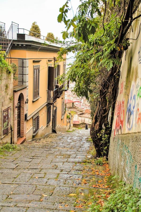 Download Naples starzy schodki fotografia editorial. Obraz złożonej z dach - 106920757