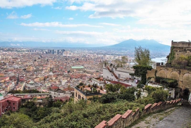 Download Naples starzy schodki zdjęcie stock. Obraz złożonej z wzgórze - 106920970
