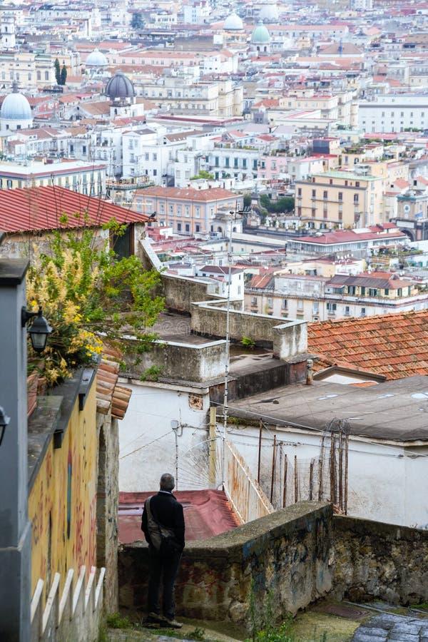 Download Naples starzy schodki zdjęcie editorial. Obraz złożonej z dach - 106921061