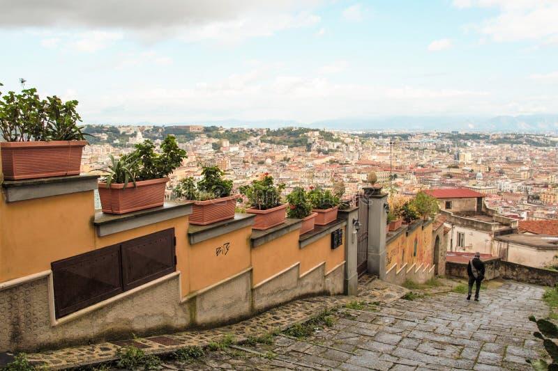 Download Naples starzy schodki zdjęcie stock editorial. Obraz złożonej z budynek - 106921278