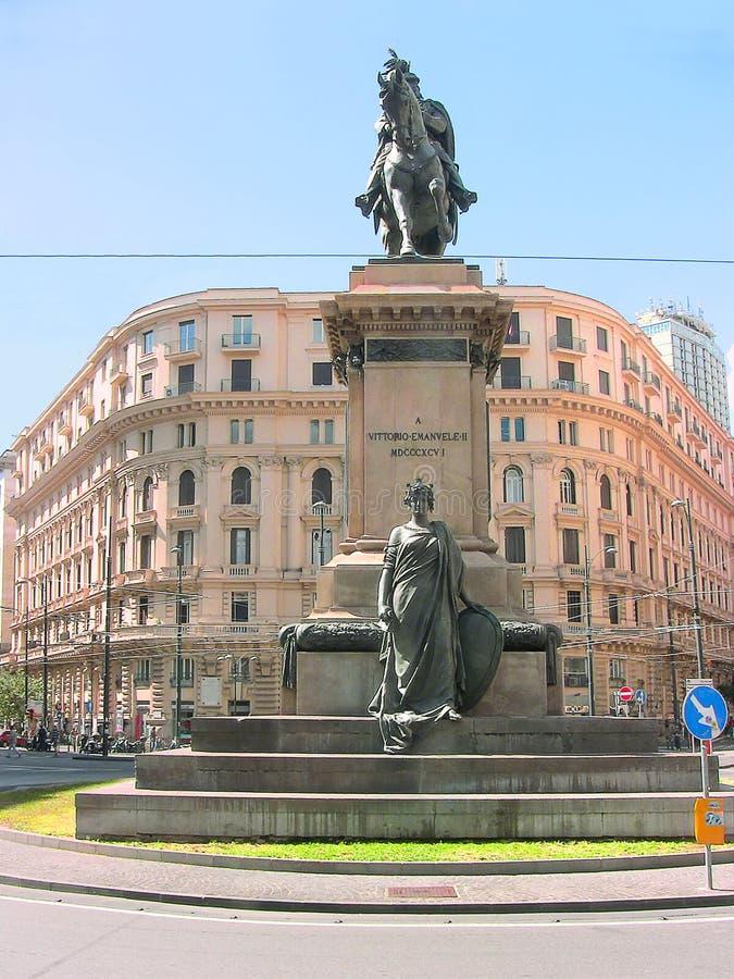Naples Vittorio Emanuele staty royaltyfri fotografi