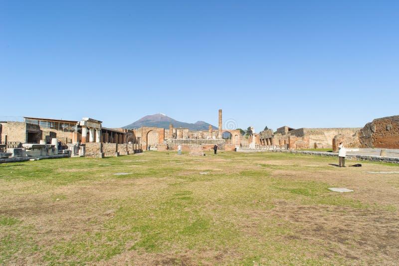 NAPLES WŁOCHY, STYCZEŃ, - 19, 2010: Świątynia Jupiter w Pompeii obrazy royalty free