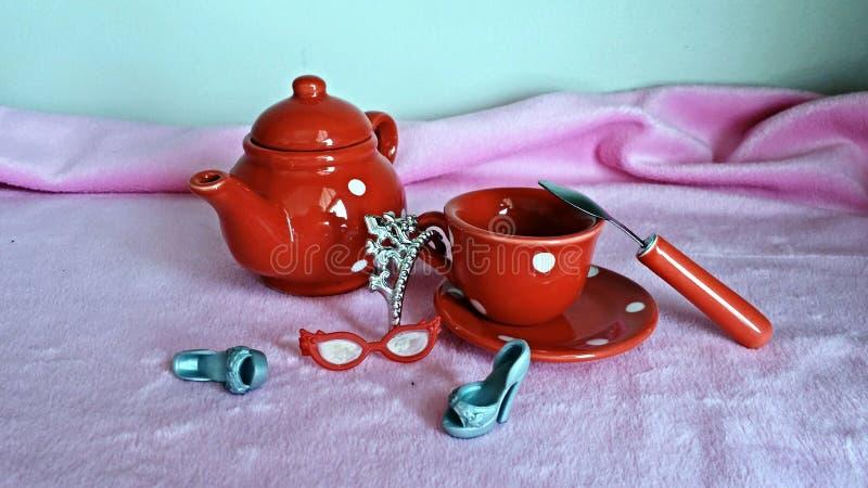 napoje bawją się relaksującej herbacianej kobiety zdjęcia royalty free