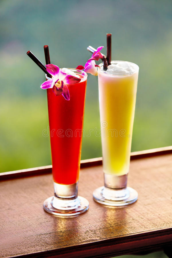 Download Napoje Egzotyczni Koktajle W Tropikalnym Barze Tajlandia Wakacje Ce Obraz Stock - Obraz złożonej z świeży, plama: 65226365