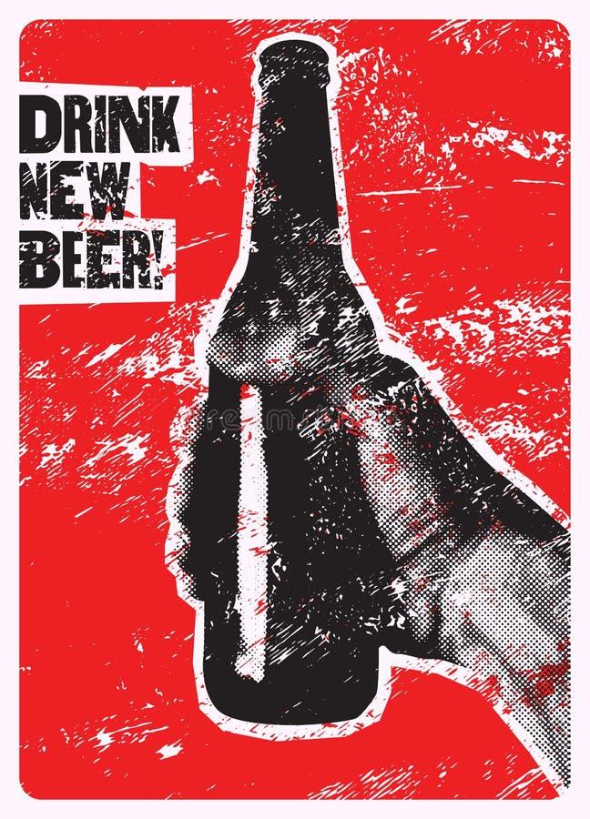 Napoju Nowy piwo! Typograficzny rocznika grunge stylu piwa plakat Ręka trzyma butelkę piwo ilustracja retro royalty ilustracja
