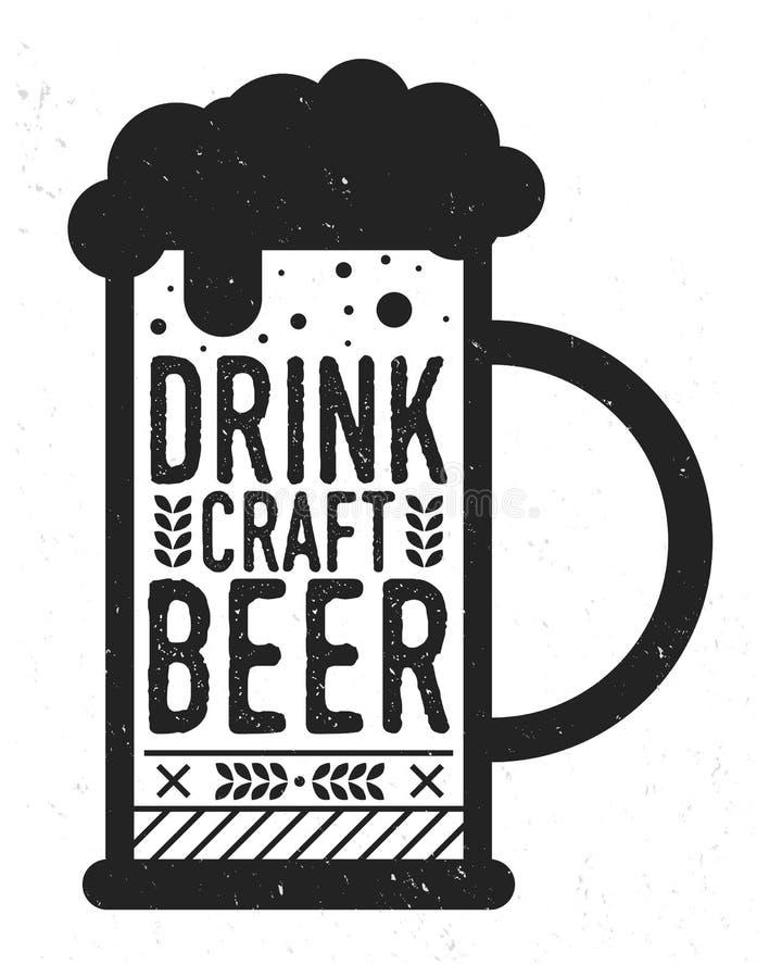 Napoju rzemiosła piwo Rocznika plakat z grunge teksturą Piwny kubek z tekstem odizolowywającym na białym tle Wektorowy illu ilustracja wektor