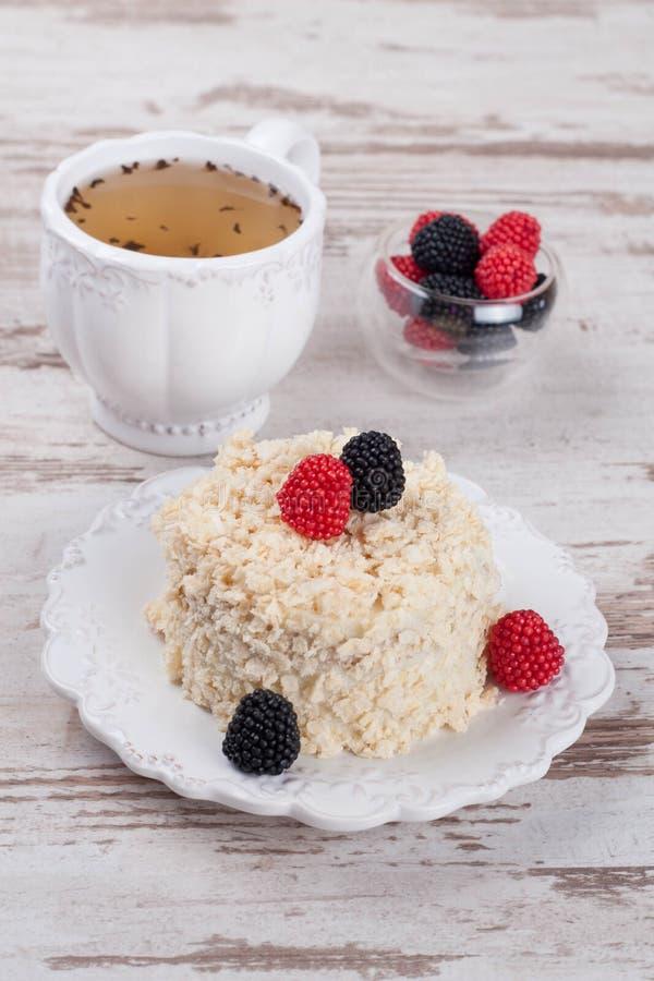 Napoléon de gâteau de la pâte feuilletée avec la crème sure photo stock